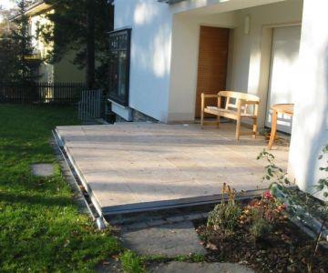 Terrasse einer Villa in Chemnitz aus Granit Padang